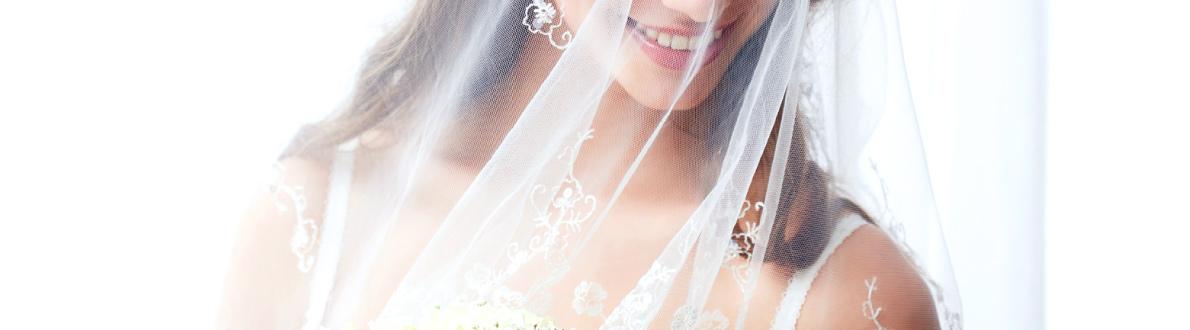 花嫁衣装の女性